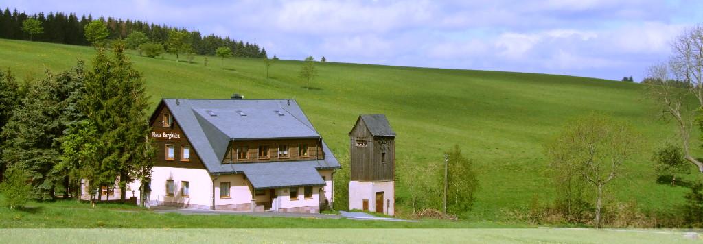 Ferienhaus Bergblick mit vier Ferienwohnungen, Wintergarten, Partyraum für Familienfeiern und Sauna bei Uwe Klemm in Holzhau